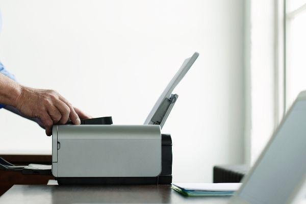 Imprimante dans un espace bureau